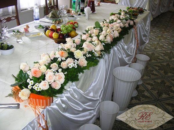 Украшение цветами банкетного зала